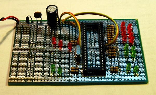 Тестовая плата для микропроцессора PIC16F877